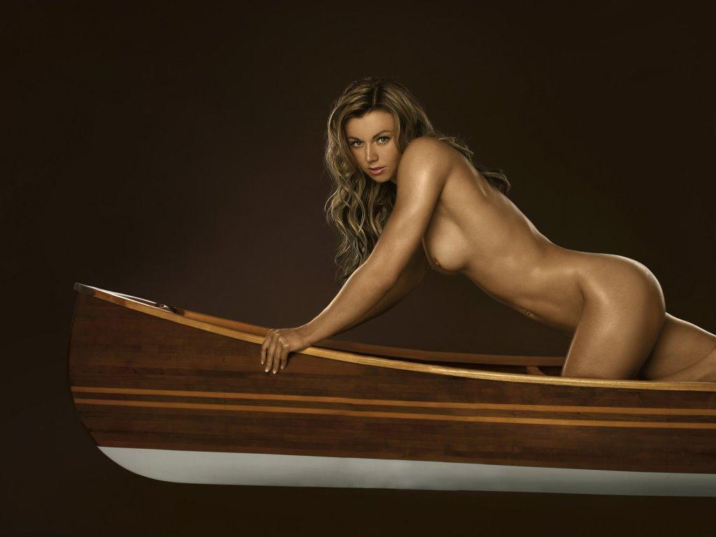 Николь Райнхардт догистайл в каноэ в журнале Playboy De