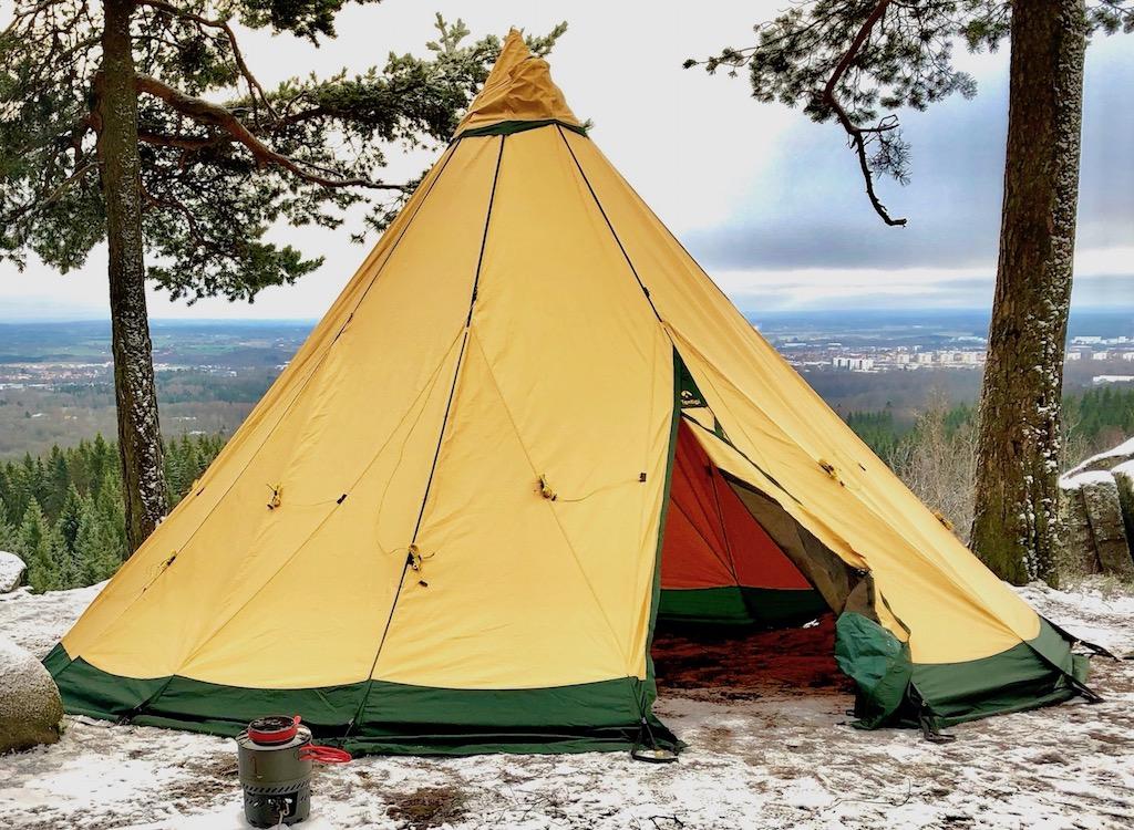 Палатка TenTipi за 600 евро фото на фоне долины