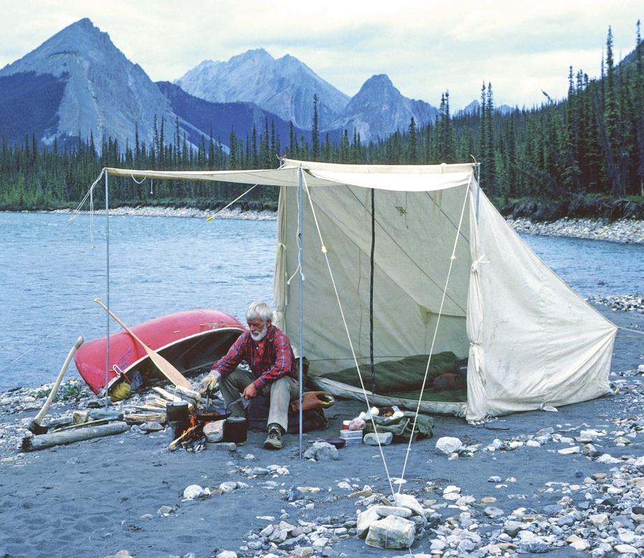 Знаменитая парусиновая палатка Билла Мэйсона фото с каноэ на берегу