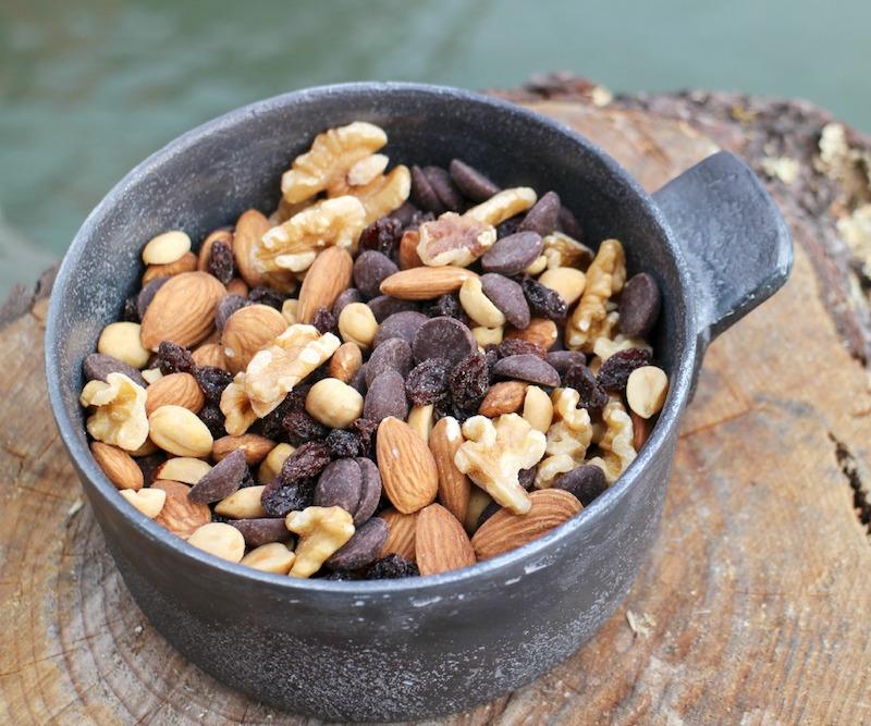 Универсальный походный микс в котелке - орехи, изюм, шоколад